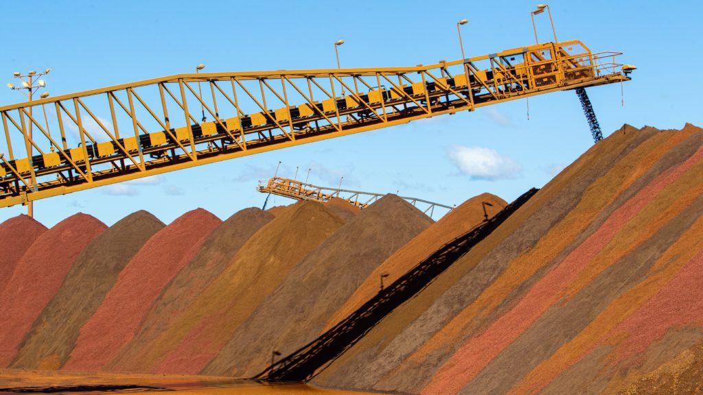 در پی سیاستهای چین قیمت سنگ آهن روند نزولی خواهد داشت